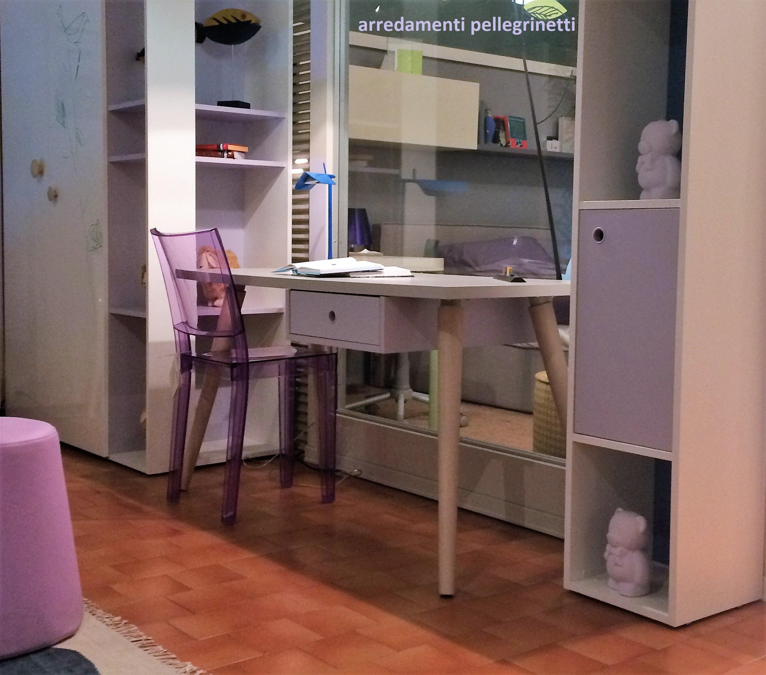 Cameretta con sedia la marie di kartell arredamenti for Sedia kartell la marie